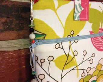 Ipad Carrying case with Handles, fully lined with side zip pocket, Floral print....