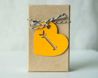 Heart Tag with Arrow Cut Out- Gift Tag- wedding favor tag (30 tags)