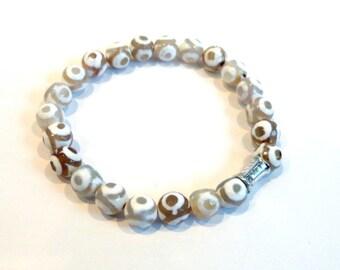 White Tibetan Bead Bracelet, Silver Bracelet, White Bracelet, Beaded Bracelet, Stacking Bracelet, Stretch Bracelet, Elastic, Agate Bracelet