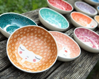 Set of 4 -10% - Ceramic bowls in colors of your choice - serving bowls - Ceramic face plate - ceramic tableware - Wedding gift - MADE TO ORD