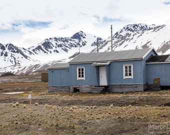 A scientific outpost in the lonely arctic - Landscape photography - mounted print photograph 12 x 9