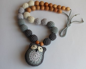 Crochet wooden necklace with owl gray