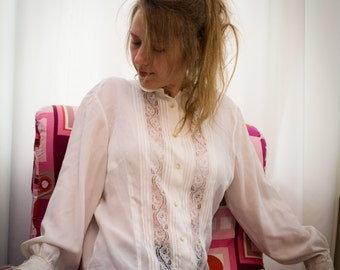 80' vintage women's tranparent white shirt with lace