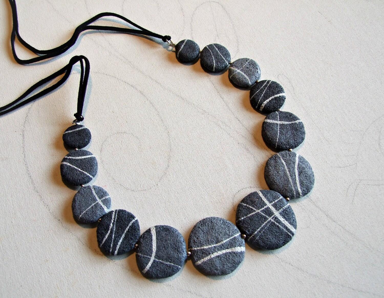 Beach stones necklace for woman grey beach rock meditation - Collane di design ...