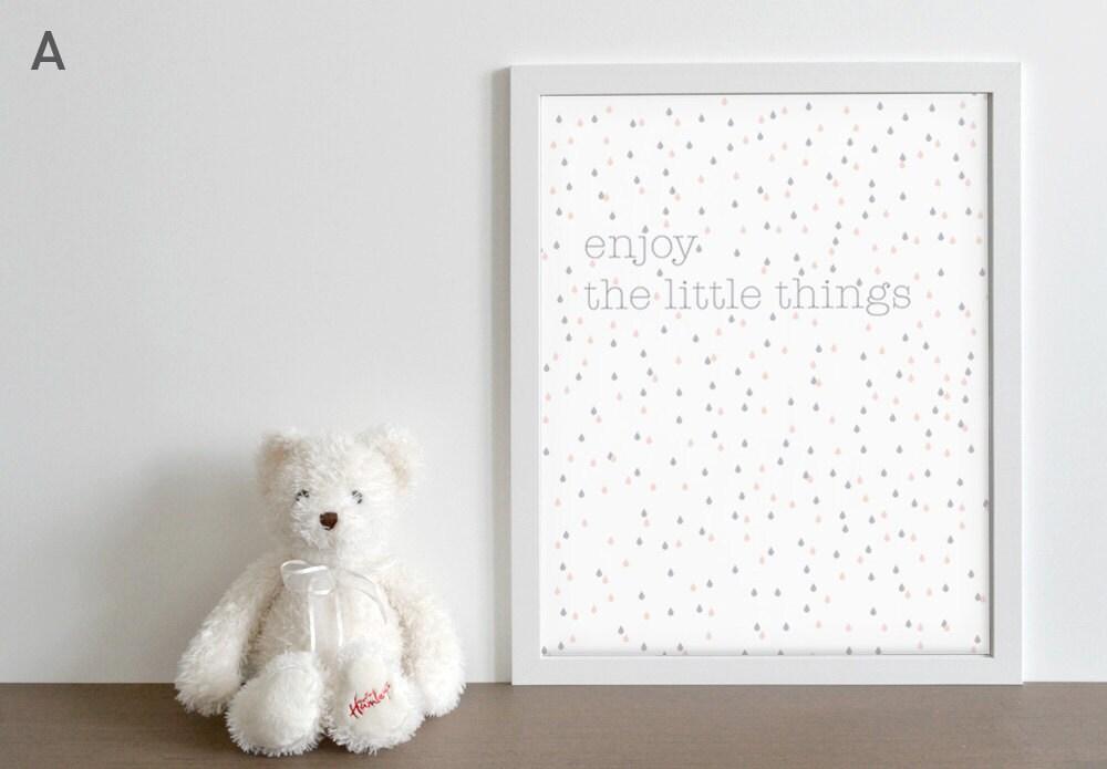 Poster grafico stampato in colori pastello enjoy the little for Ikea cornici 50x70