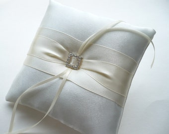 Ivory wedding ring pillow Ring bearer pillow Wedding accessory