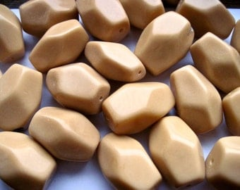 Vntage Lucite/Acrlic Muti-Sided Beads  (4x)