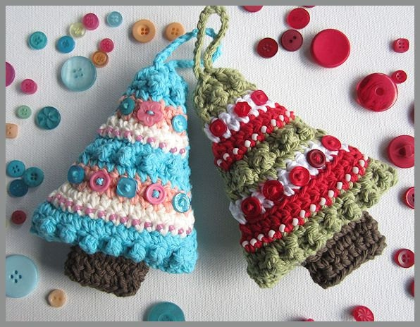 Button Christmas Tree Ornament Instructions : Christmas tree ornament with bead and buttons crochet pattern