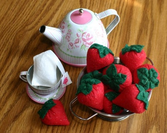 Play felt sparkle strawberries.  Tea time. Pretend play food. Princess tea time. Pretend kitchen play. Made to order. Ready to Ship.