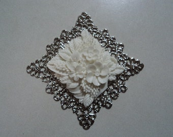 Square resin flower clusters white cabochons 2 pieces