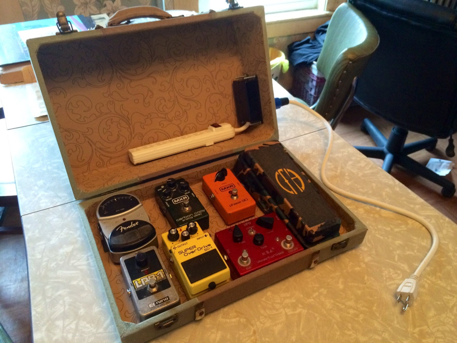 Guitar Pedal Board Suitcase Power Supply