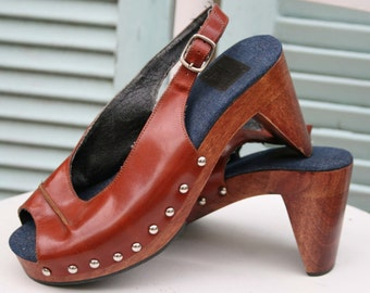 Peep Toe Slingback Clogs in a Size 6