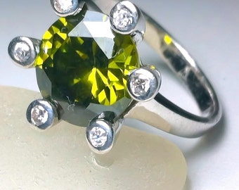 Green Quartz Ring, Green Quartz Silver Ring, Sterling Silver Ring, Green Round CZ , Ring Size 7 , 21038