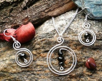 Pendants and earrings made of silver-plated copper wire with Pearl