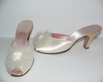 1940's Daniel Green Cream Boudoir Slippers - Size 7 to  8