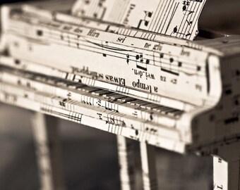 "Paper Sculpture Fineart Postcard ""Piano"" n-2"