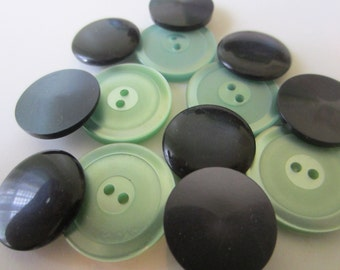 Vintage buttons. Navy and green pearlized buttons. Lot of 13  (24)