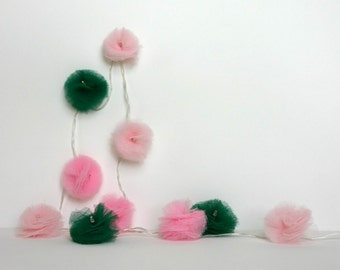 10 Led - Light string of PomPoms in dark green and pink tulle