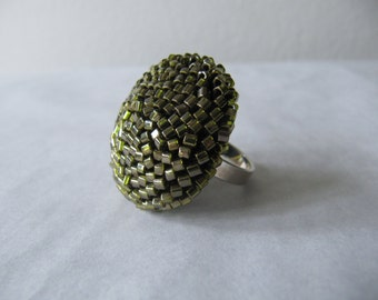ring from oliv-green glass cubes with metallic glimmer, crocheted. The setting is made from silver 925