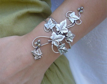 Bracelet ivy leaves
