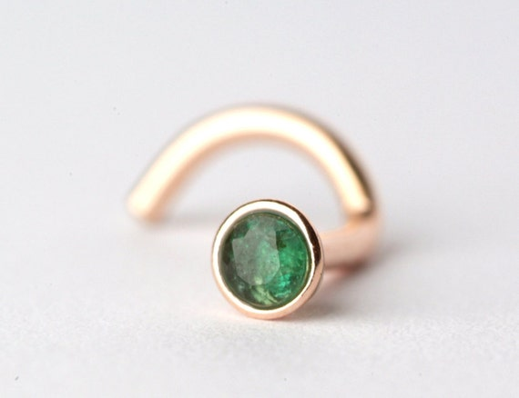 emerald nose stud ring made of gold filled with by