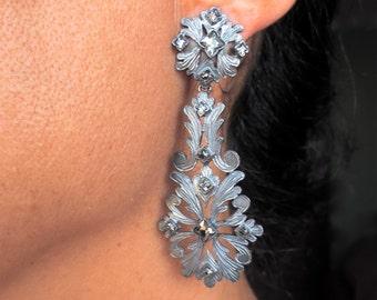 Openwork earrings. Closing pressure. Reference: 00-0011.