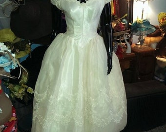 FREE SHIPPING! Priscilla of Boston Beautiful and RARE  1940 wedding dress