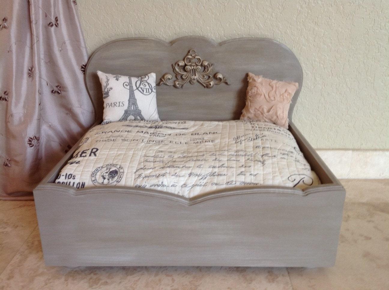 french provincial designer wood dog bed tr s magnifique. Black Bedroom Furniture Sets. Home Design Ideas