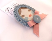Doll face cameo brooch - Grey and pink