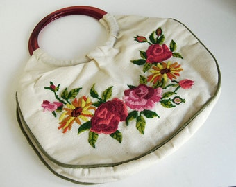 Vintage Embroidered Purse Handmade Pink Red Flowers Handbag Needlework Tote White Cotton Carrier Plastic Handle Cottage Chic Spring Fashion