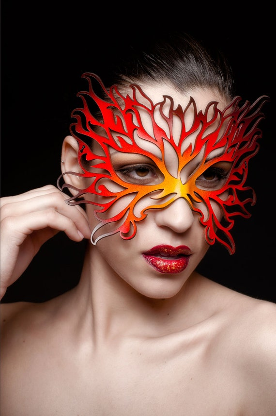 Flame mask in leather yellow, orange, red, black