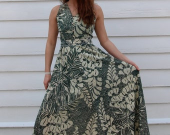 Vintage Gilded Fern 70's Maxi Dress // Green & Gold Batik-Print Sundress // S