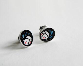Frida stud earrings, black & white