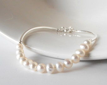 Freshwater Pearl Bracelet, Ivory Pearl Bridal Jewelry, Delicate Bangle Bracelet, Beaded Jewelry, Gift for Wife, Gift for Bridesmaid