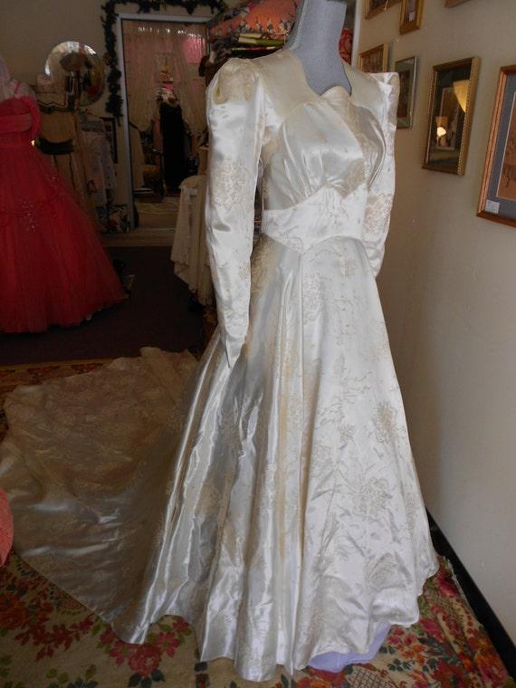 1940 32 bust pearl colored embossed slipper satin for Slipper satin wedding dress