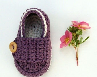 Crochet baby booties, purple baby shoes, little loafers, dark purple and off white, size 0/3 months ready to ship with gift box