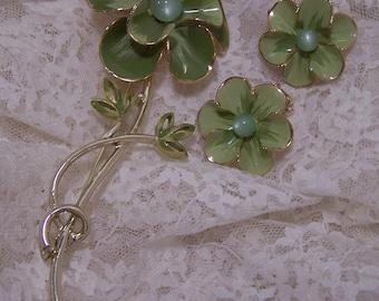 Vintage 1960's Green Flower Brooch Set, Matching Clip Daisy Style Earrings, Enamel Pin, Estate Jewelry, Gardener Gift, Statement Piece