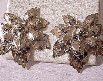 Layered Leaf Clip On Earrings Silver Tone Vintage Sarah Coventry Raised Slotted Leaves Round Center Bead