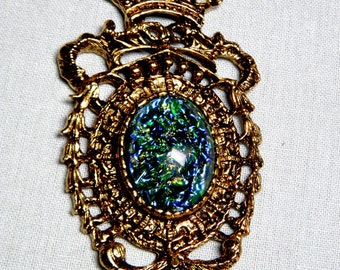 Medallion/Pendant - Vintage Resin Cabochon in Gold-Tone Regency-Style Vintage Setting Unique Gift