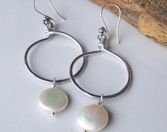 Coin Freshwater Pearl Earrings, Aluminum Hoop Earrings, Hoop and Pearl Earrings, Etsy, Etsy Jewelry, Beaded Earrings