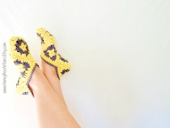 The Signature HoneyBee Slipper Bootie Socks - Adult Size - Yellow and Gray