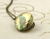 Wallpaper Bird Locket, Art Locket, Image Locket, Vintage Style Locket, Large Locket, Brass Locket, Bird Locket