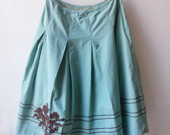 Vintage aqua turquoise pleated cotton skirt with brown flower embroidery. Size small to medium