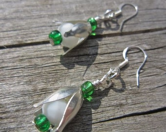 Snowdrop earrings - white and emerald