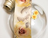 Men's wedding necktie with yellow roses and hand painted cufflinks. Ivory weding necktie with pale yellow spring floral design.