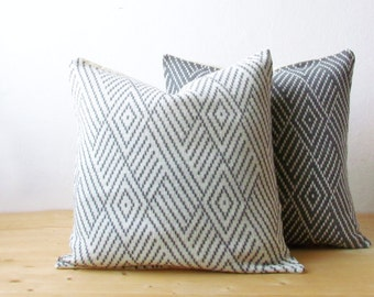 Throw pillow / Hygge decor / Geometric pillow cover / Knitted pillow cover / graphic cushion cover / wool decorative pillow