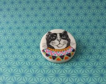 Cat brooch.
