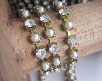 Vintage Classic And Classy Pearl And Crystal Rhinestone  Chain
