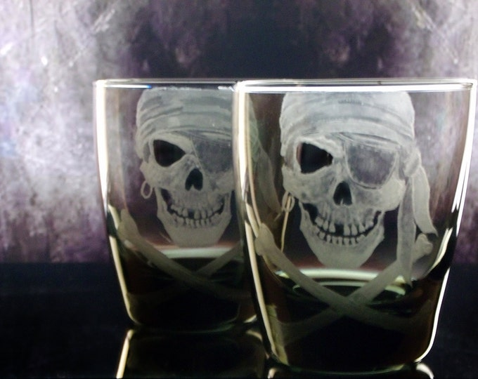 Drink set Pirate Skull and Crossbones Engraved On The Rocks Glass Set etch whiskey scotch black barware