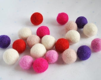 Wool felt balls - 20 pieces - 2cm - 'Love Hearts' Colours